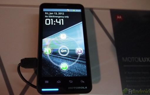 CES 2012 : Prise en main du Motorola MotoLuxe