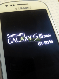 [EXCLU] Photo du Samsung Galaxy SIII Mini (GT-i8190)