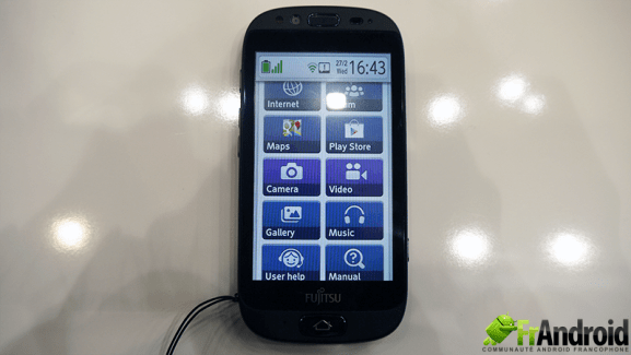 Prise en main du smartphone Fujitsu Stylistic S01 ciblant les séniors