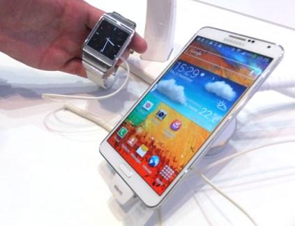 Le hack du jour : le Nexus 5 compatible avec la Galaxy Gear de Samsung