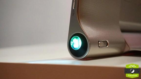 Prise en main de la Lenovo Yoga Tablet 2 Pro et son pico-projecteur intégré
