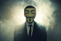 Des Anonymous comparaissent devant le tribunal