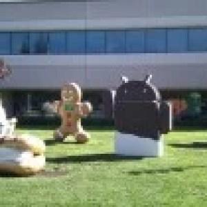 La sculpture d'Ice Cream Sandwich vient d'atterrir devant le bâtiment 44 de Google