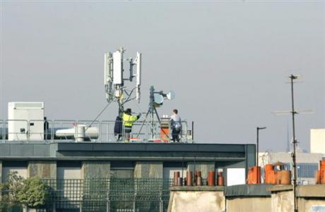 Multiplier par 3 le nombre d'antennes-relais pour réduire l'exposition aux ondes électromagnétiques ?