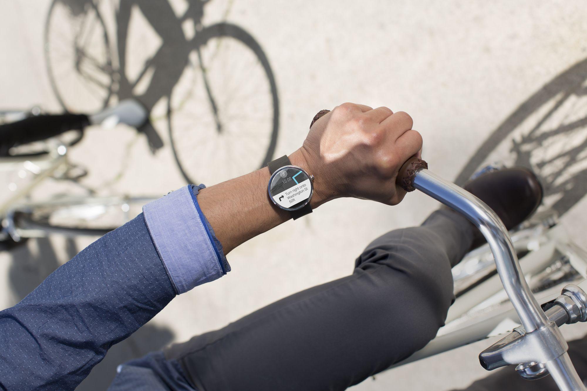 Moto 360 : écran AMOLED, verre saphir et chargeur sans fil ?
