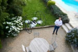 Parrot Jumping Sumo et Rolling Spider : les minidrones connectés arrivent en France