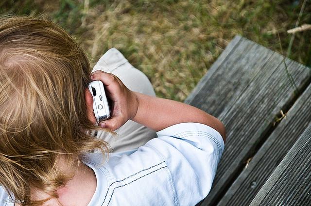 Enfants connectés, parents stressés