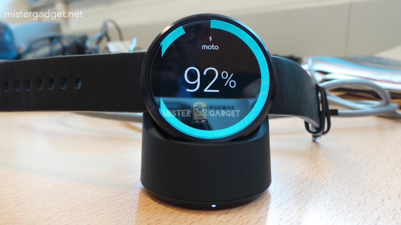 Moto 360 : charge Qi, boîtier en acier et capteurs divers se montrent déjà
