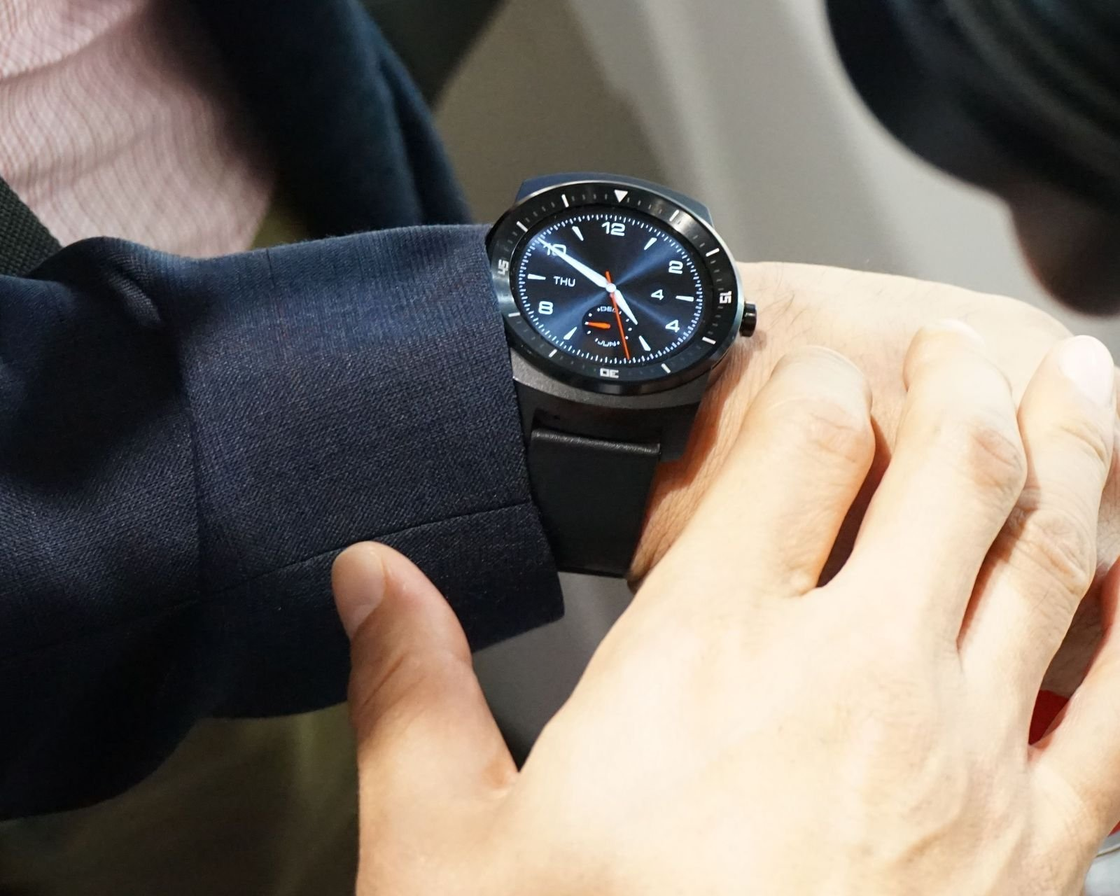 La LG G Watch R supportera le Wi-Fi d'ici le mois de septembre