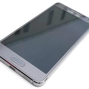 Test du Samsung Galaxy Alpha : le métal, recette miracle pour un téléphone haut de gamme ?