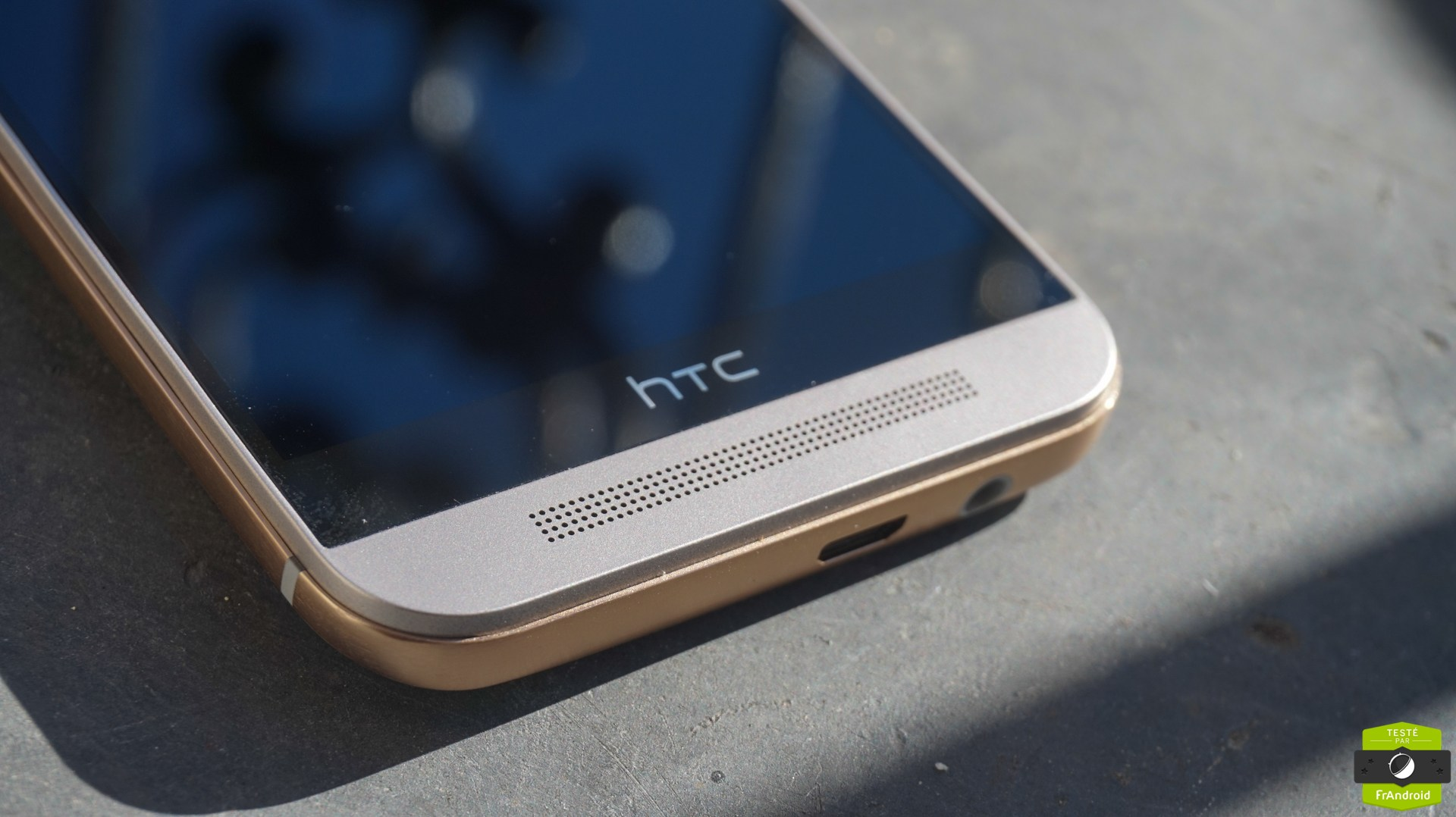 HTC One M10, peut-on enfin dire adieu à la fameuse bande noire ?