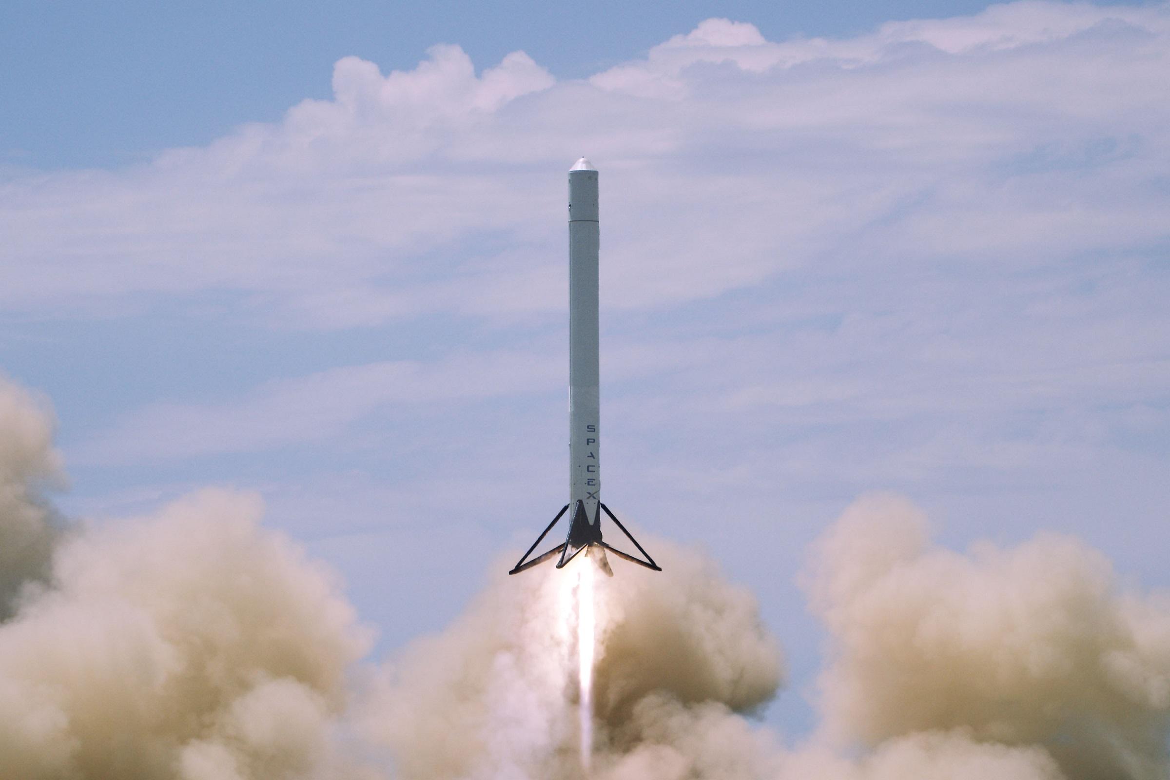 SpaceX : Elon Musk prévoit de tester Internet par satellite dès l'année prochaine