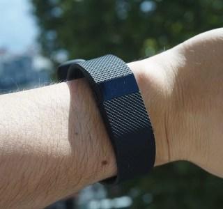 Test du Fitbit Charge HR : plus complet mais moins élégant