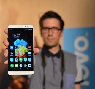 Prise en main du Lenovo Phab Plus avec son écran de 6,8 pouces