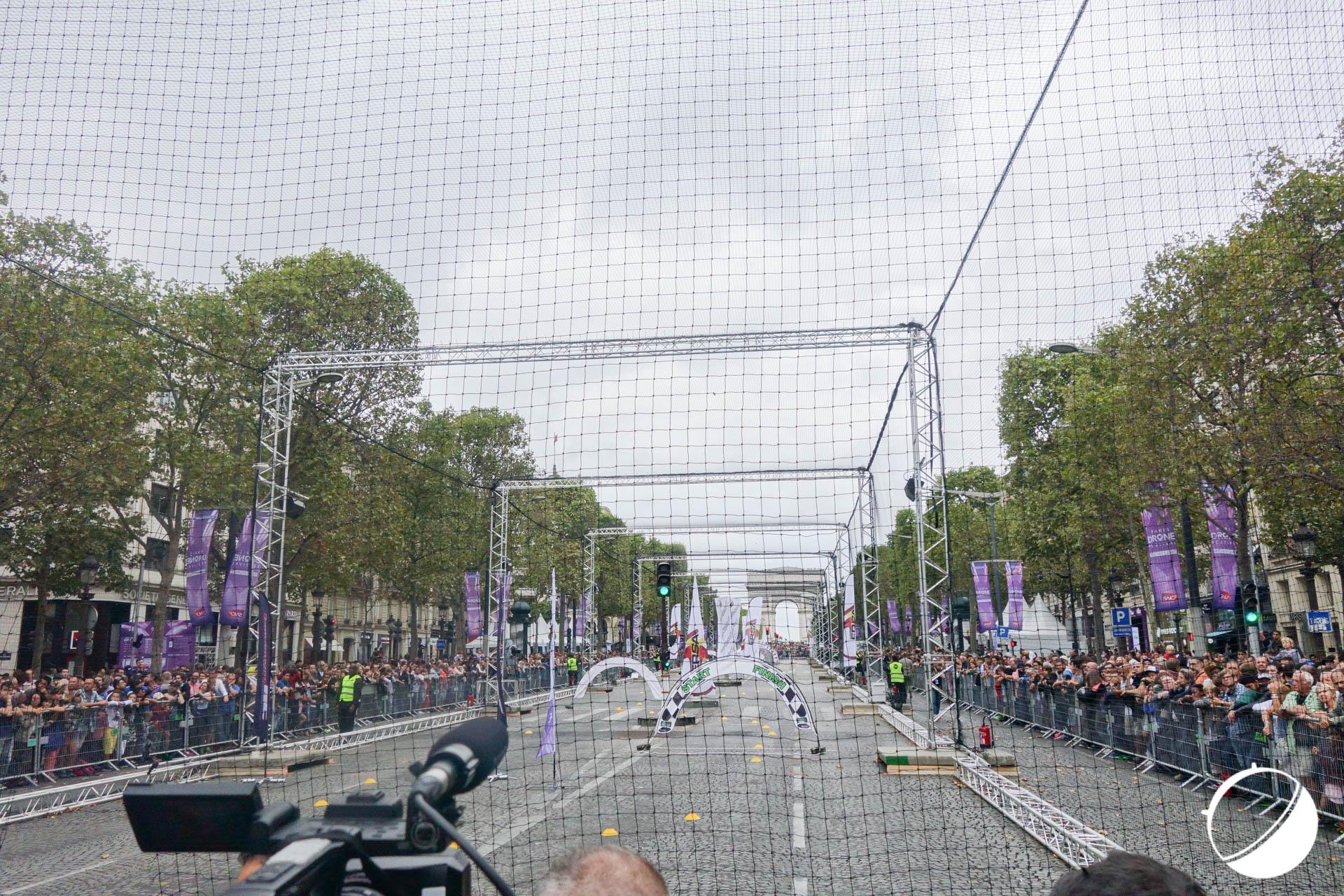 Paris Drone Festival : des drones sur les Champs-Elysées, un pari réussi