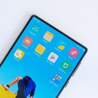Deux vidéos pour découvrir le Xiaomi Mi MIX et son incroyable écran sans bordures
