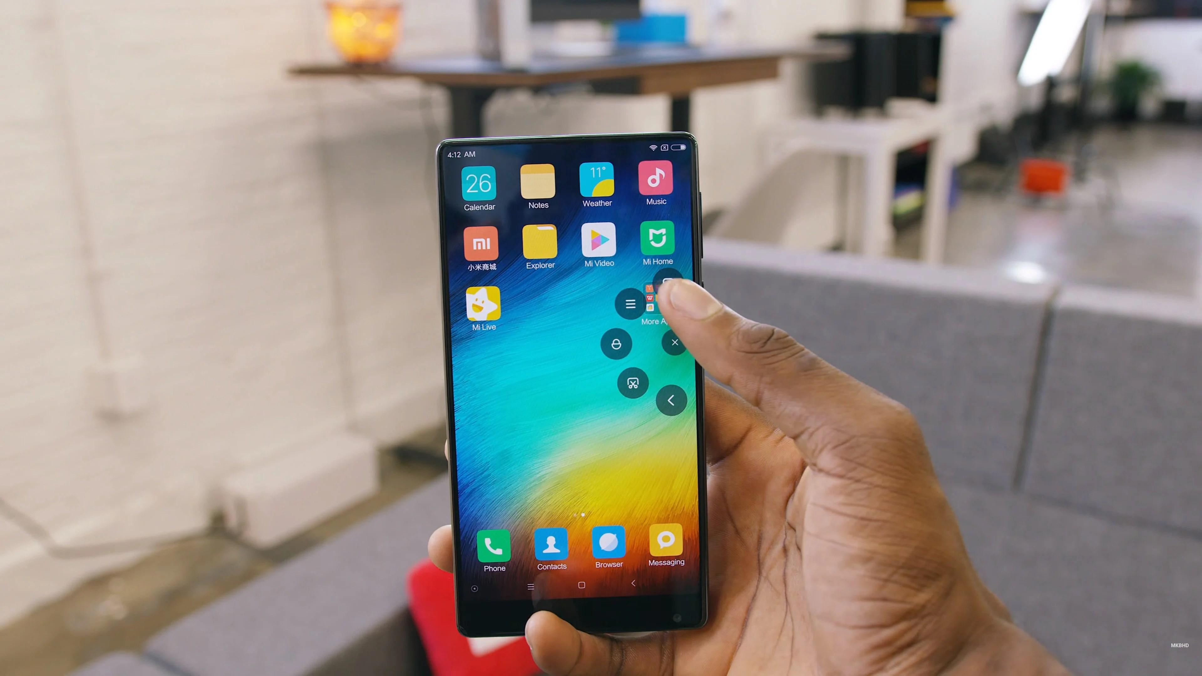 Et si le Xiaomi Mi MIX venait de devancer Apple et son futur iPhone 8 ?