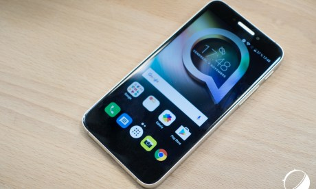 Test de l'Alcatel Shine Lite, brillant seulement en apparence