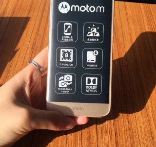 Le Lenovo Moto M se montre en détails