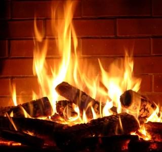 Nos méthodes pour afficher un feu de cheminée virtuel sur votre TV