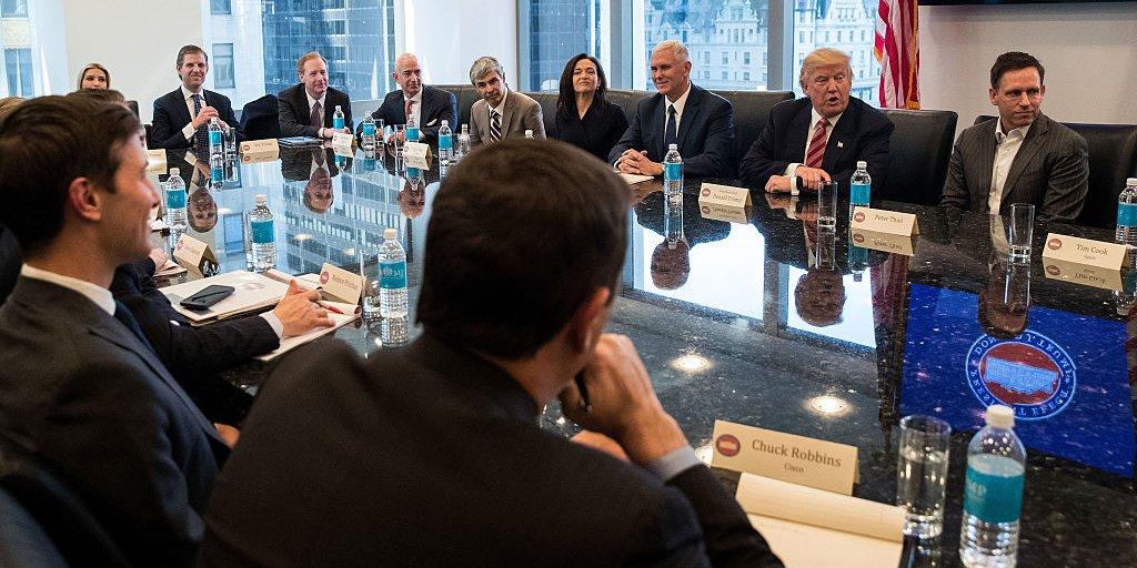 L'image du jour : Donald Trump rencontre les géants de la Silicon Valley autour d'une table