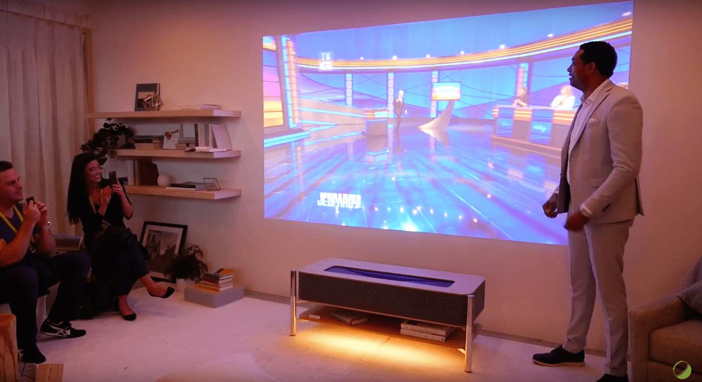 CES 2017 : l'étrange et futuriste meuble vidéoprojecteur 4K de Sony
