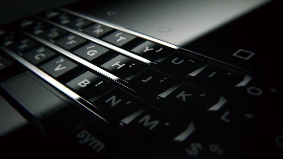 CES 2017 : TCL tease son premier smartphone BlackBerry avec clavier