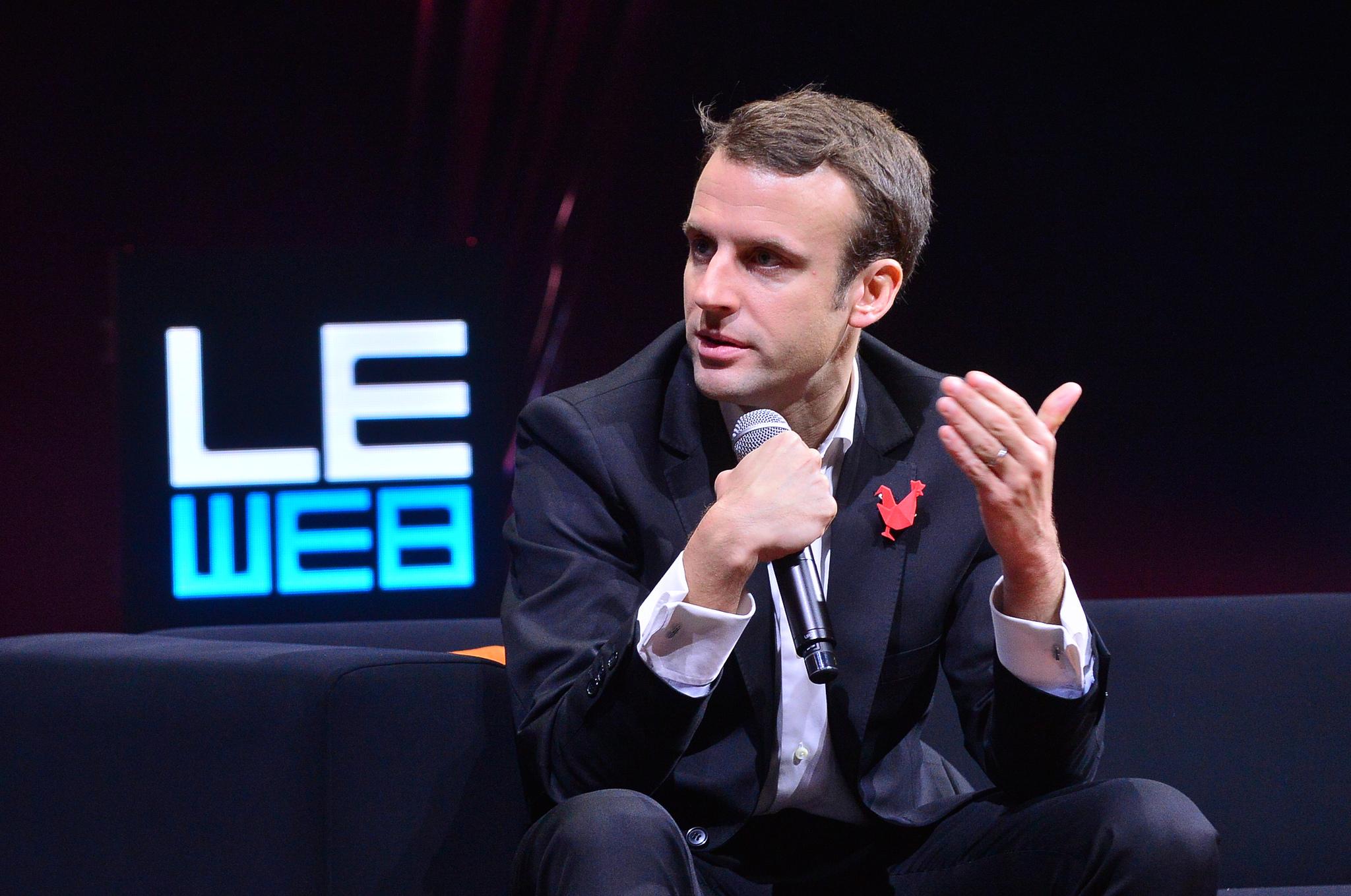 Emmanuel Macron veut interdire les téléphones dans l'enceinte des écoles