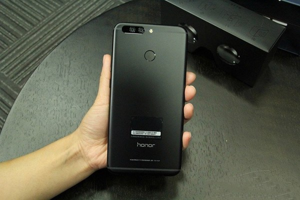 Honor Note 9 : une première photo de la phablette montre un double capteur arrière