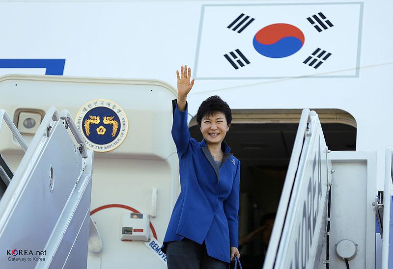 Affaire Samsung : l'ex-présidente du pays également poursuivie