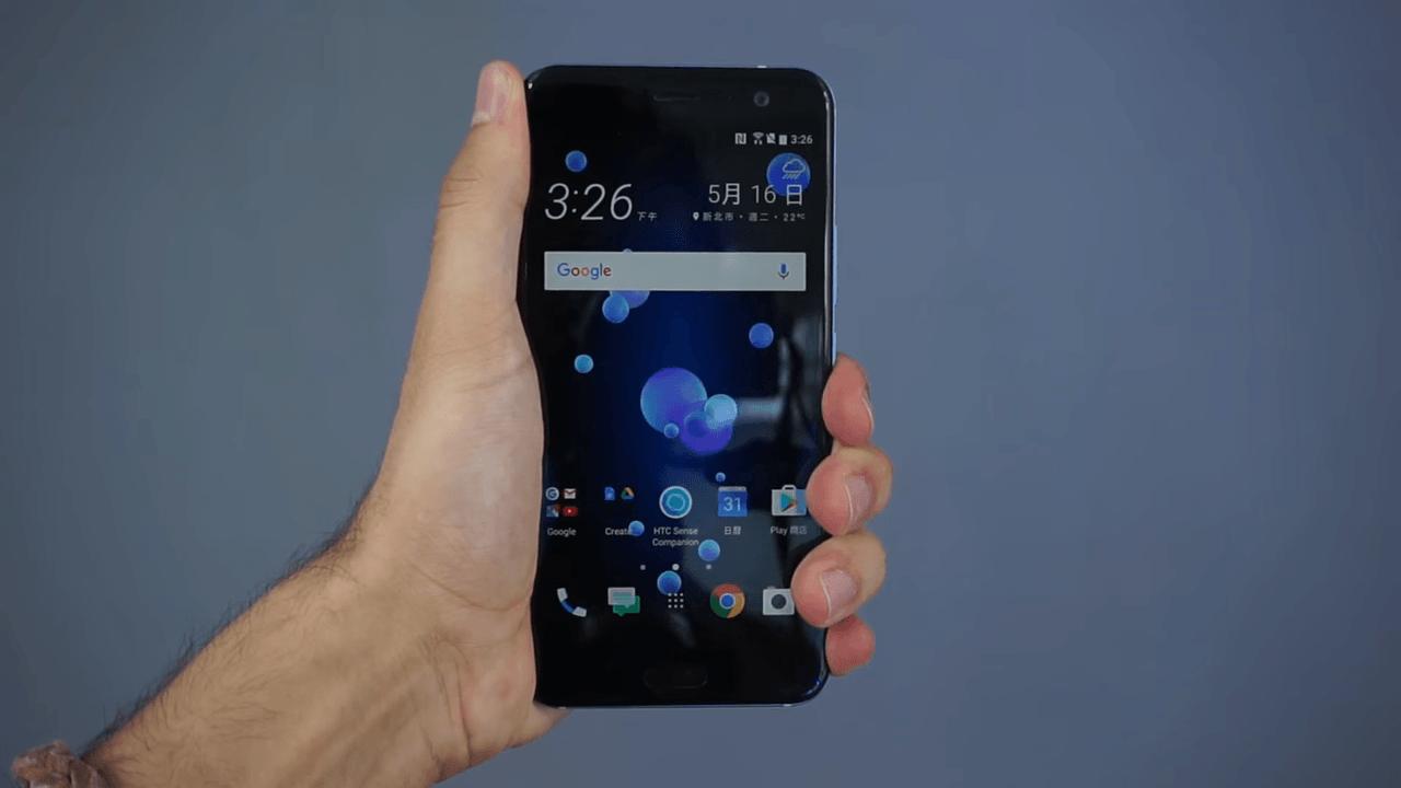 Prise en main vidéo du HTC U11 : ça « squeeze » !