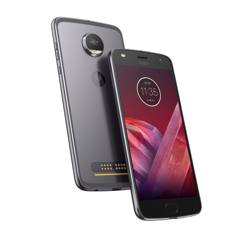 Lenovo officialise le Moto Z2 Play et sa batterie décevante