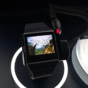 Prise en main de la Fitbit Ionic, montre connectée sportive – IFA 2017