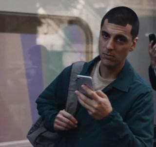 Galaxy S21 : Samsung retire les publicités où il se moquait d'Apple et de l'iPhone 12 sans chargeur