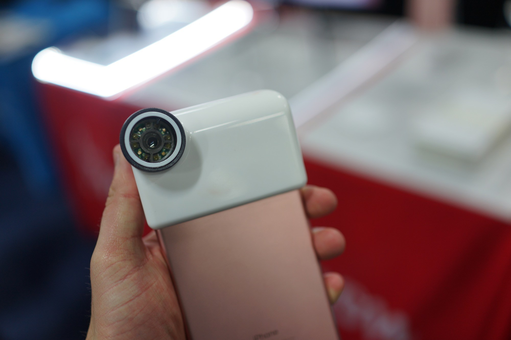 CES 2018 : une IA et un smartphone pour juger la qualité de votre peau, l'idée de Neutrogena