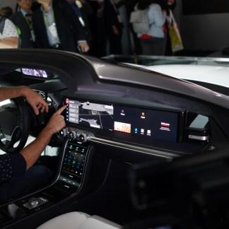 Samsung et Harman imaginent un cockpit de voitures avec des écrans, des écrans partout (et de la 5G) !