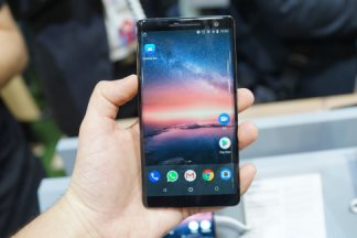 Nokia 8 Sirocco : « on a notre ADN, on ne chasse pas le Galaxy S9 ou l'iPhone X »