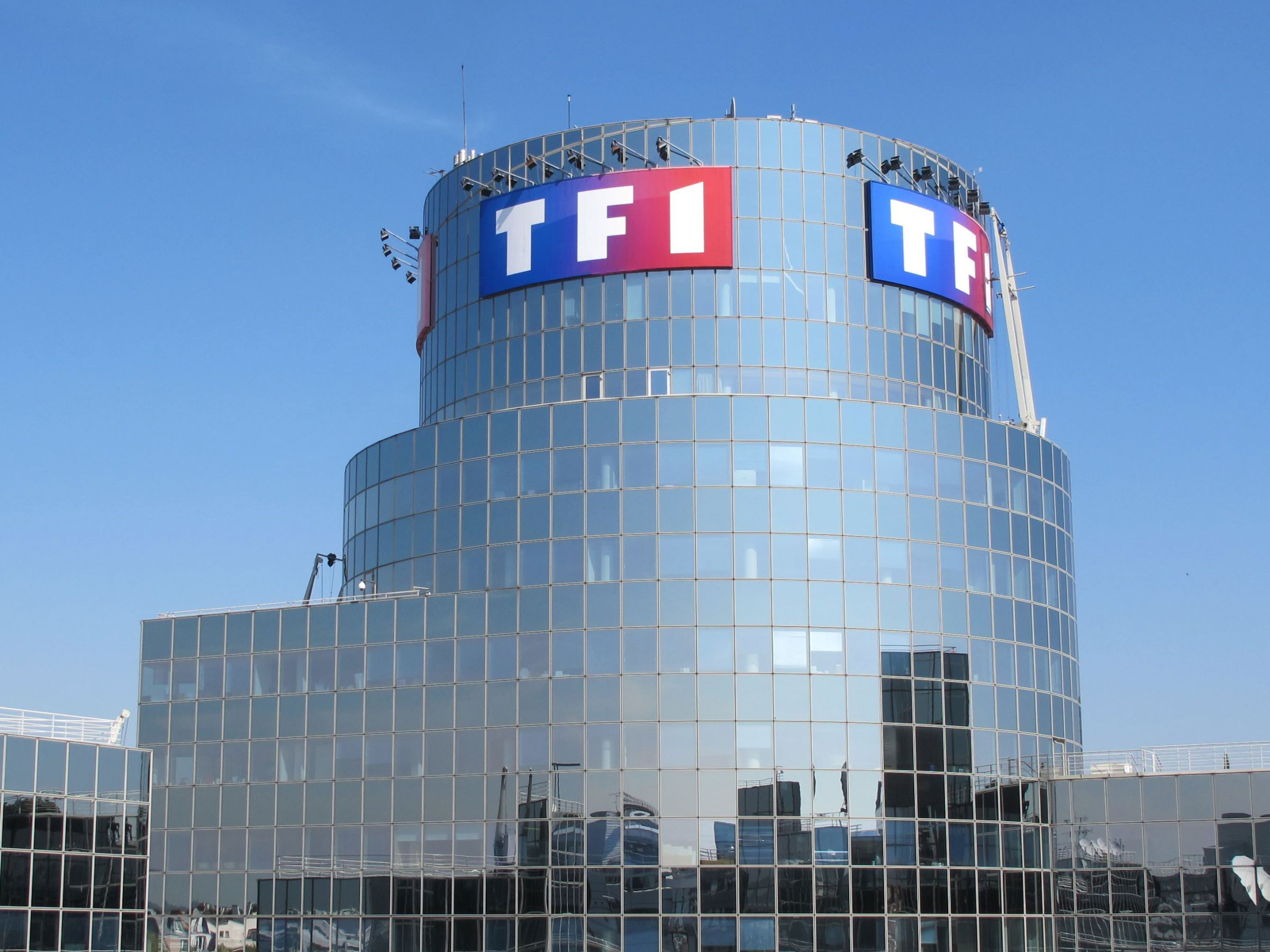 TF1 bloqué en partie sur Molotov, les SMS plus à la mode et Windows 10 devant Windows 7 – Tech'spresso