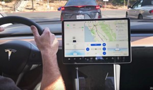 Regarder YouTube et Netflix dans sa voiture Tesla sera bientôt possible
