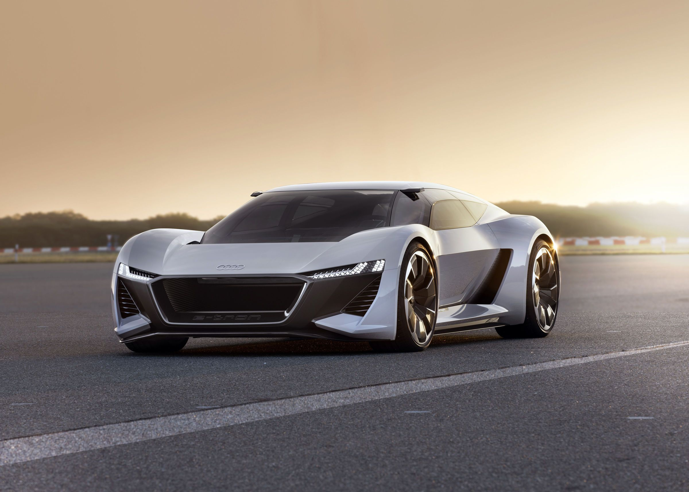 Oui, la supercar électrique PB18 e-tron au cockpit modulable va illuminer l'année 2019