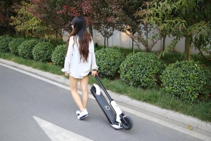 Les trottinettes électriques bientôt interdites sur les trottoirs, mais où peut-on rouler ?