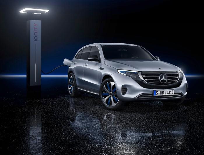 Mercedes-Benz présente son nouveau SUV électrique doté d'un assistant vocal intelligent
