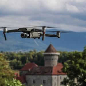 DJI : le Mavic 3 Pro serait le premier drone de la marque à filmer en 8K