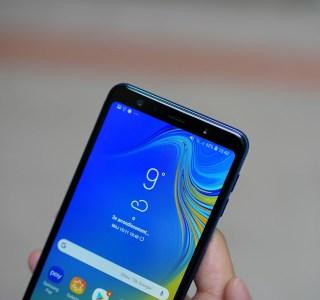 La drôle d'idée de Samsung : utiliser le capteur à selfie pour ajuster la luminosité de l'écran