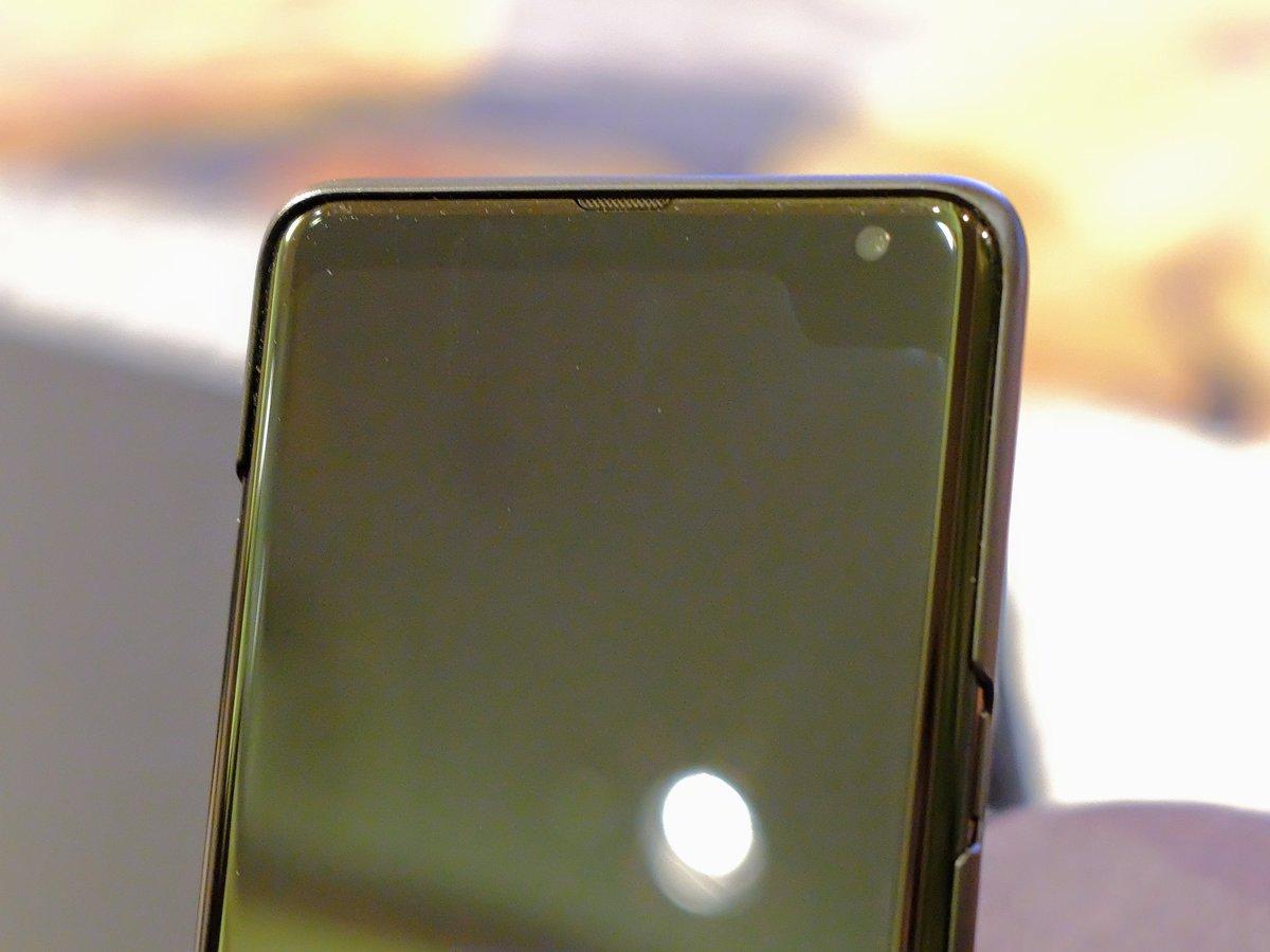 Voici un prototype d'un smartphone Samsung avec une encoche en haut à droite de l'écran