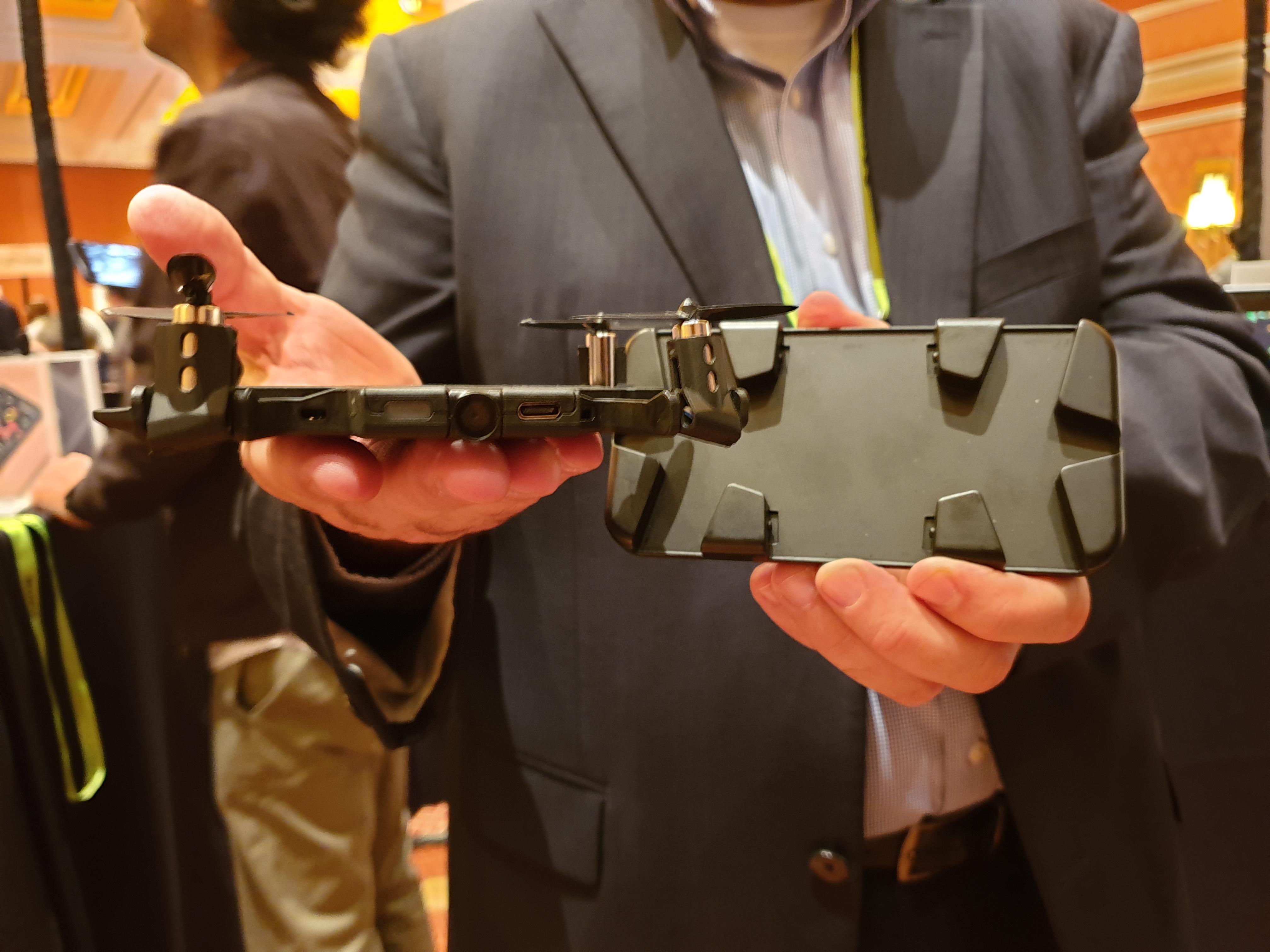 Cette coque de smartphone se transforme en drone à selfie