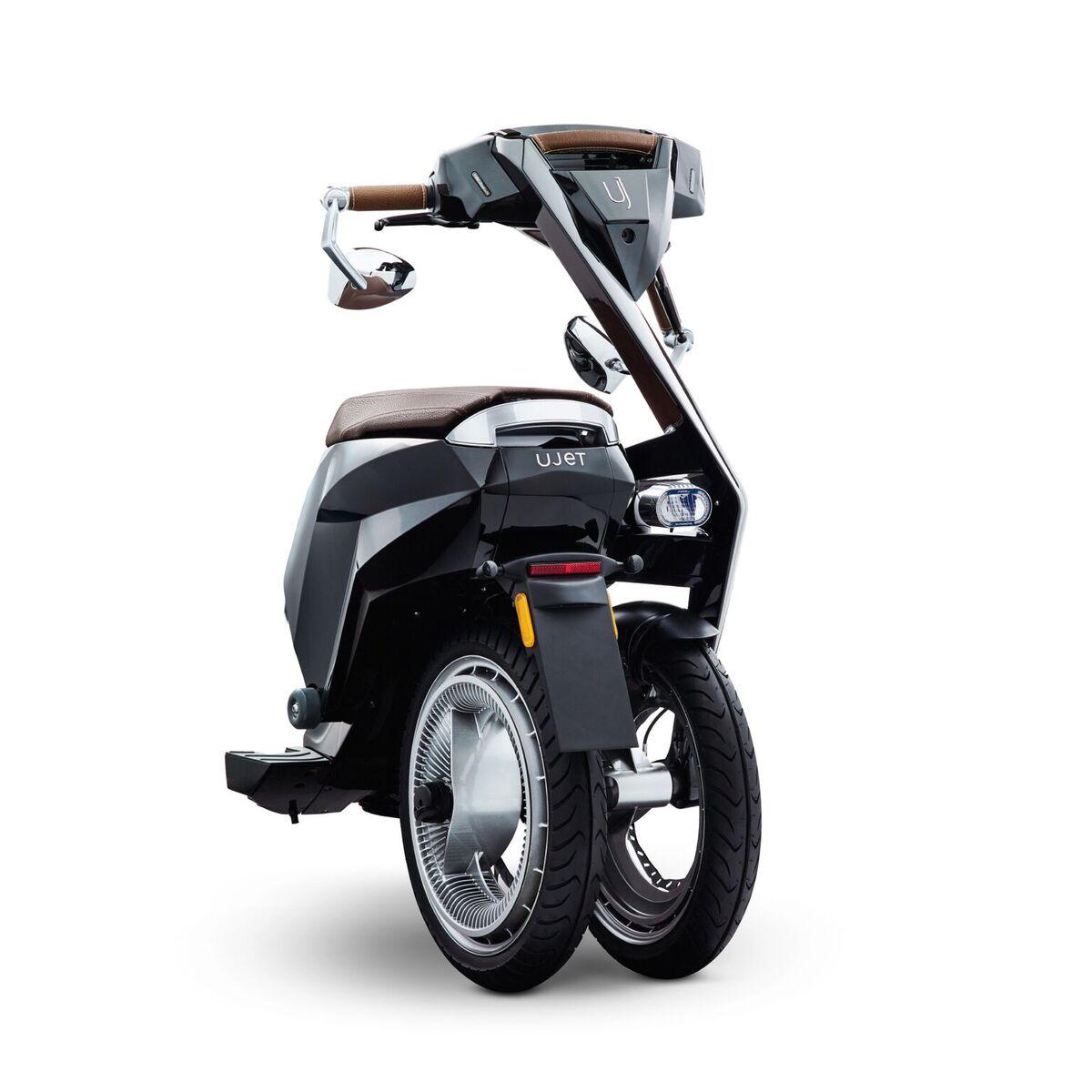 Ujet : ce scooter électrique pliable et connecté tient dans un coffre de voiture