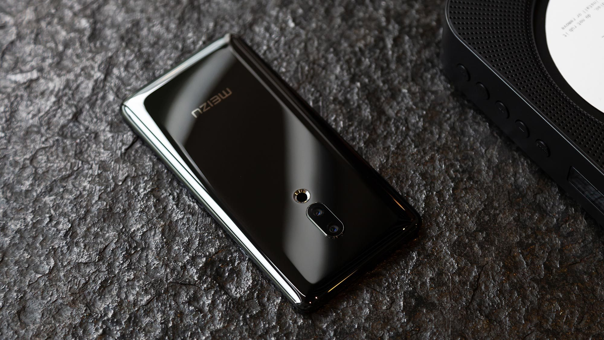 Meizu Zero : le smartphone sans trou ni bouton n'était en fait « qu'un coup marketing »