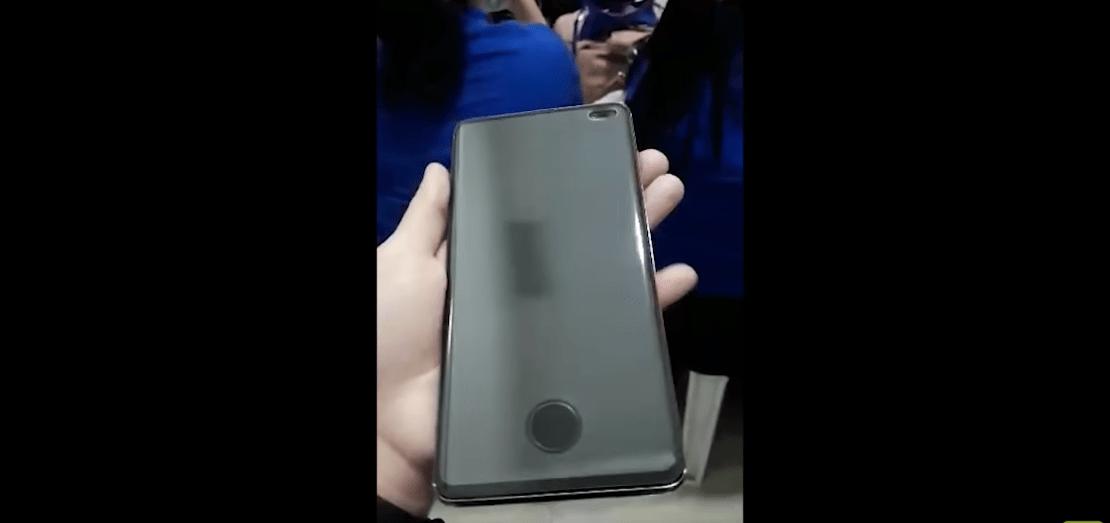 Samsung Galaxy S10+ : une vidéo montre une protection d'écran disgracieuse, mais nécessaire