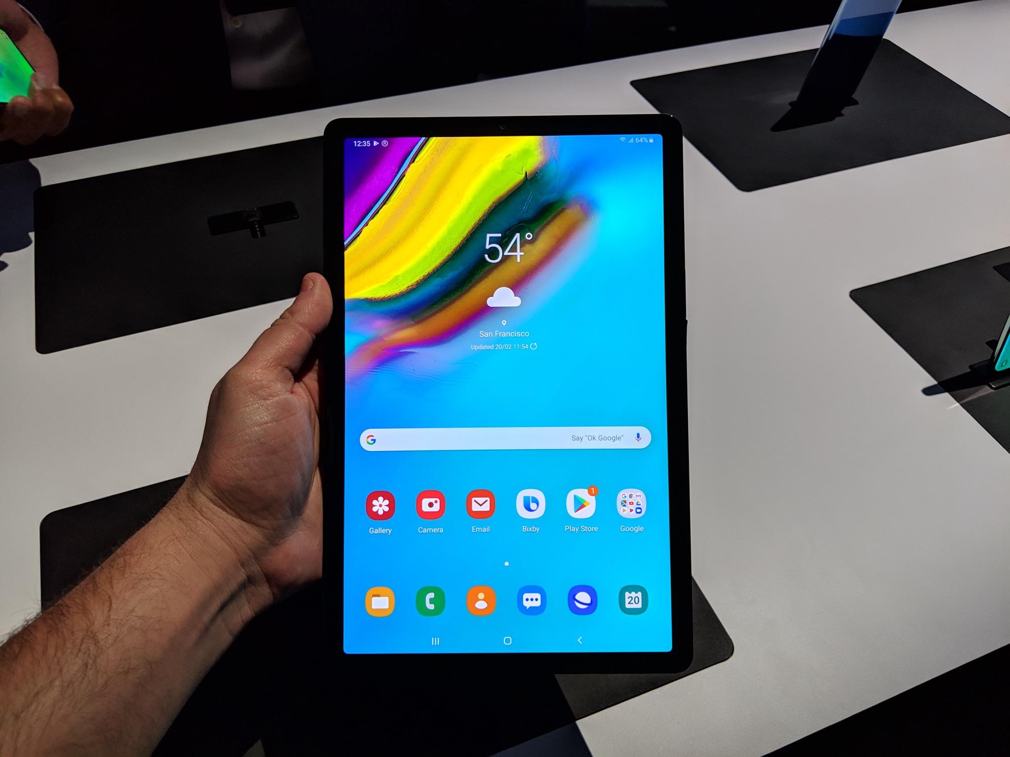 Prise en main de la Samsung Galaxy Tab S5e : plus fine qu'un iPad avec un écran AMOLED
